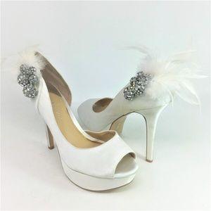 Gianni Bini White Satin Peep Toe Heels 8.5M